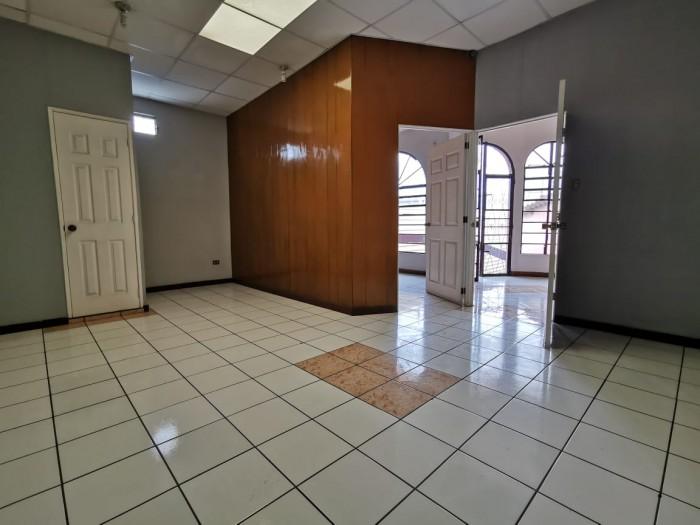 Oficina en renta zona 9
