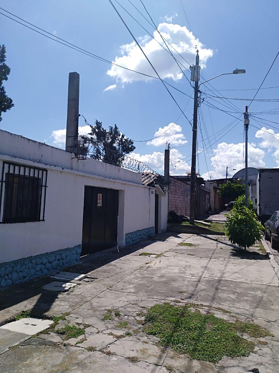 Vendo Casa  con construcciones antiguas para reconstruir oh demoler