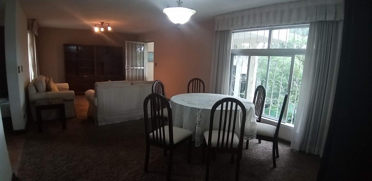 Apartamento amueblado en Renta zona 10 de 135 mts de 2 dormitorios en $735 /código 446