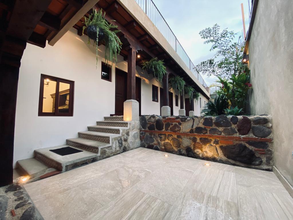 HERMOSA CASA ARQUITECTURA COLONIAL EN VENTA, ANTIGUA GUATEMALA