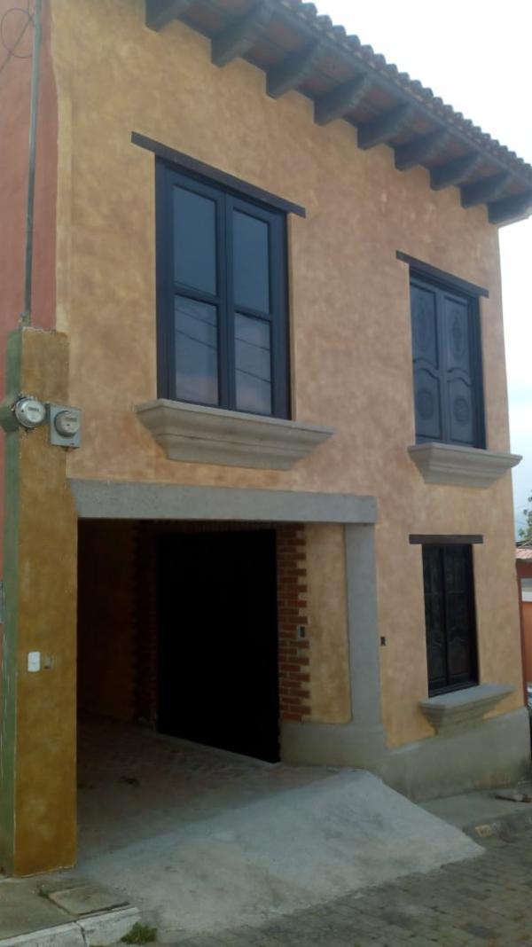 CityMax Antigua renta casa amplia en San Miguel Escobar