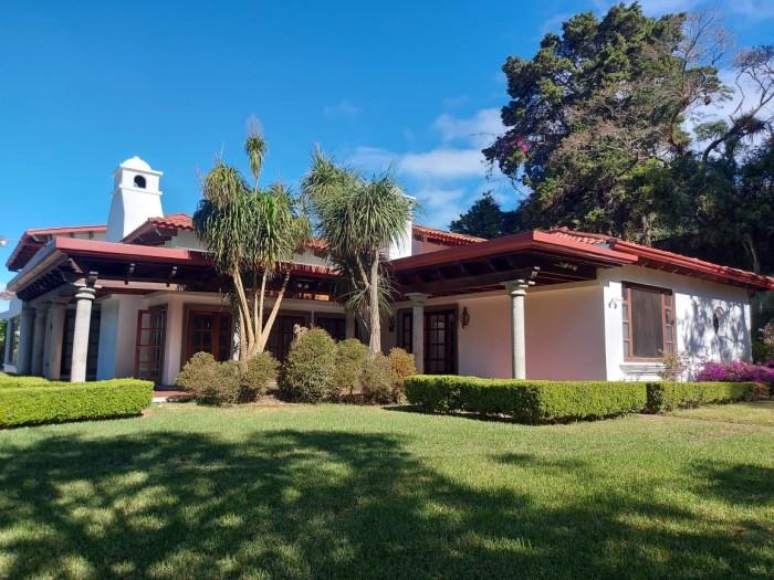 Residencia de lujo en renta en San Rafael Guatemala