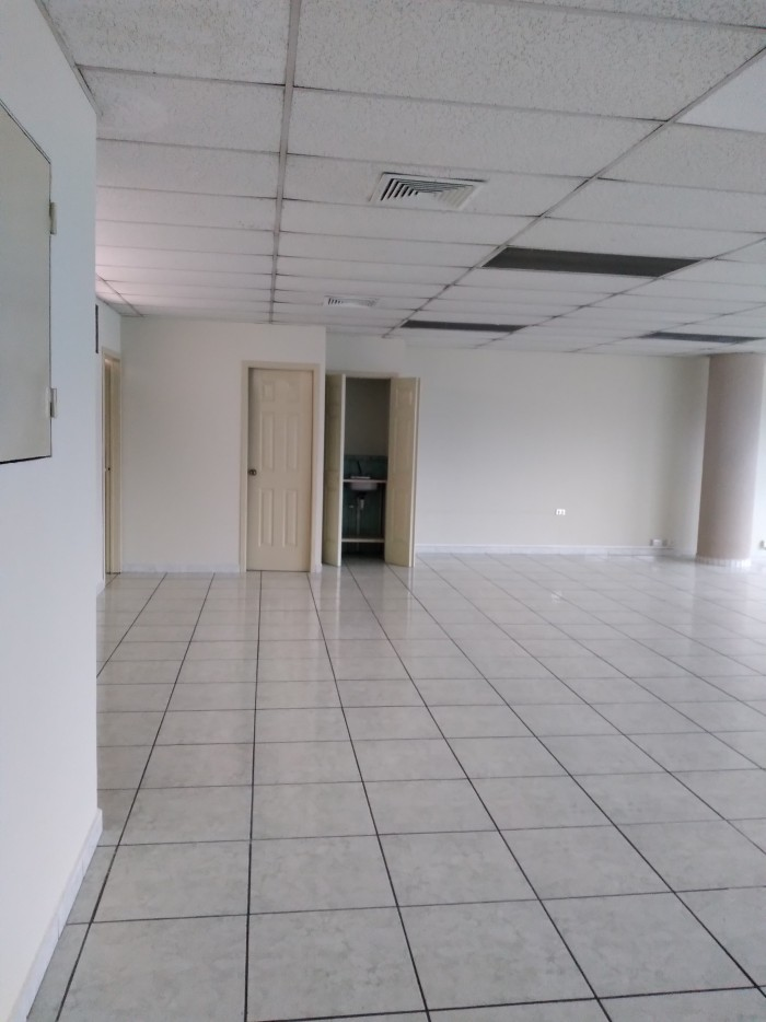 Oficina en renta con excelente ubicación zona 9