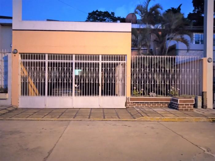 Casa dentro Residencial en Calzada Mateo Flores zona 7