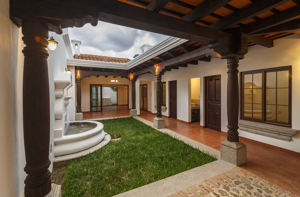 Casa en venta con financiamiento en Antigua Guatemala!