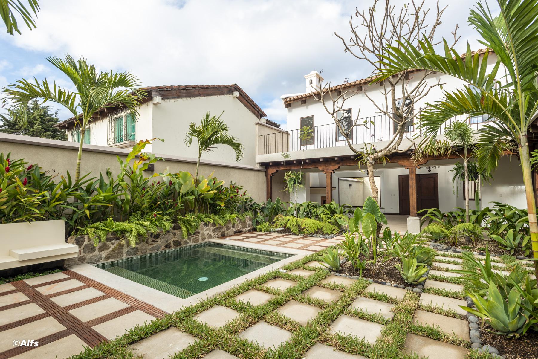 Elegante casa en venta en área exclusiva de Antigua Guatemala