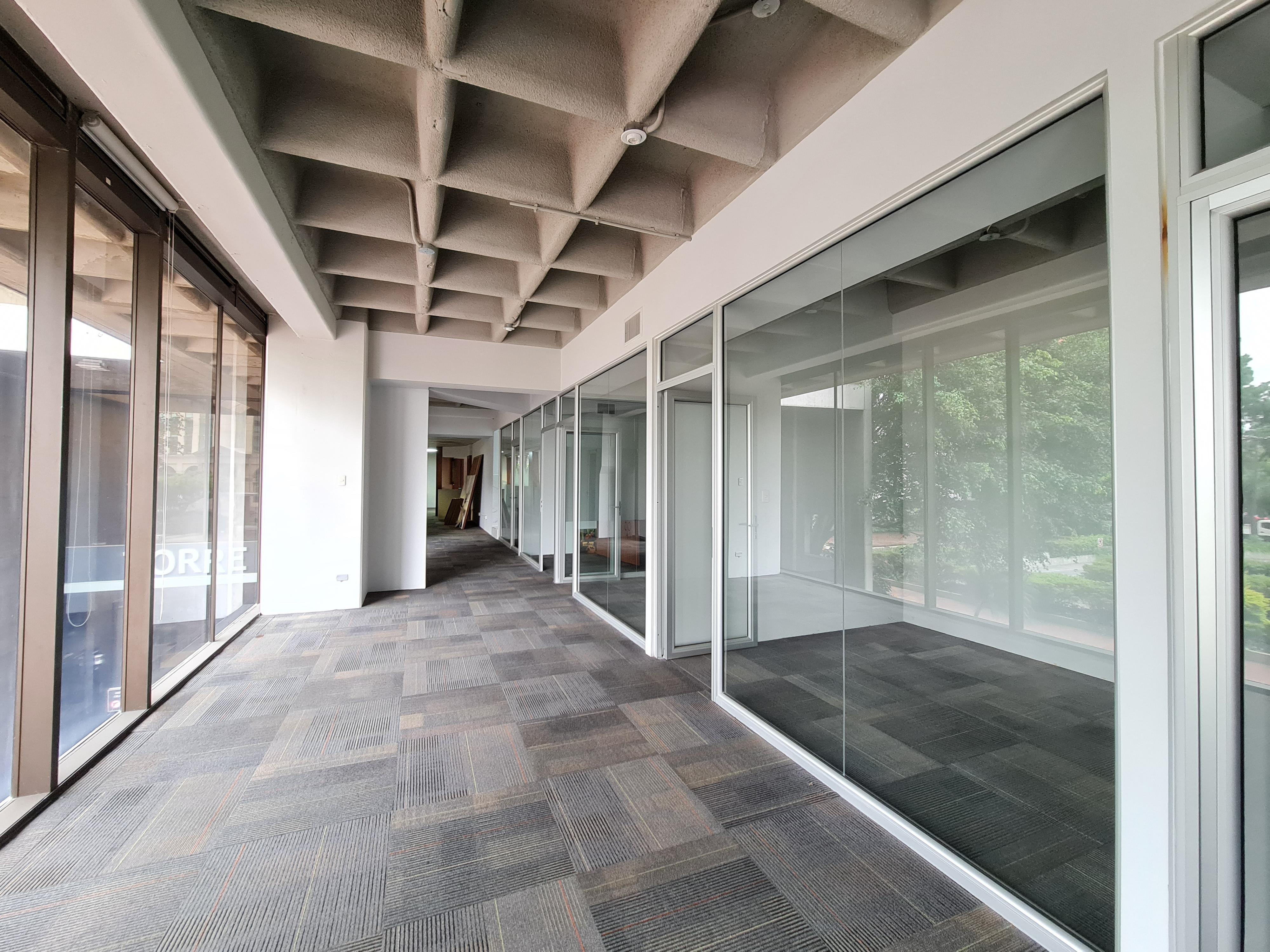 Exclusiva oficina en reconocido centro gerencial en zona 10 Guatemala