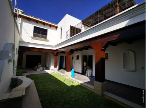 Casa grande en venta en Antigua Guatemala
