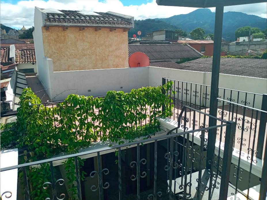 Alquilo preciosa casa grande para local en el centro de Antigua Guatemala