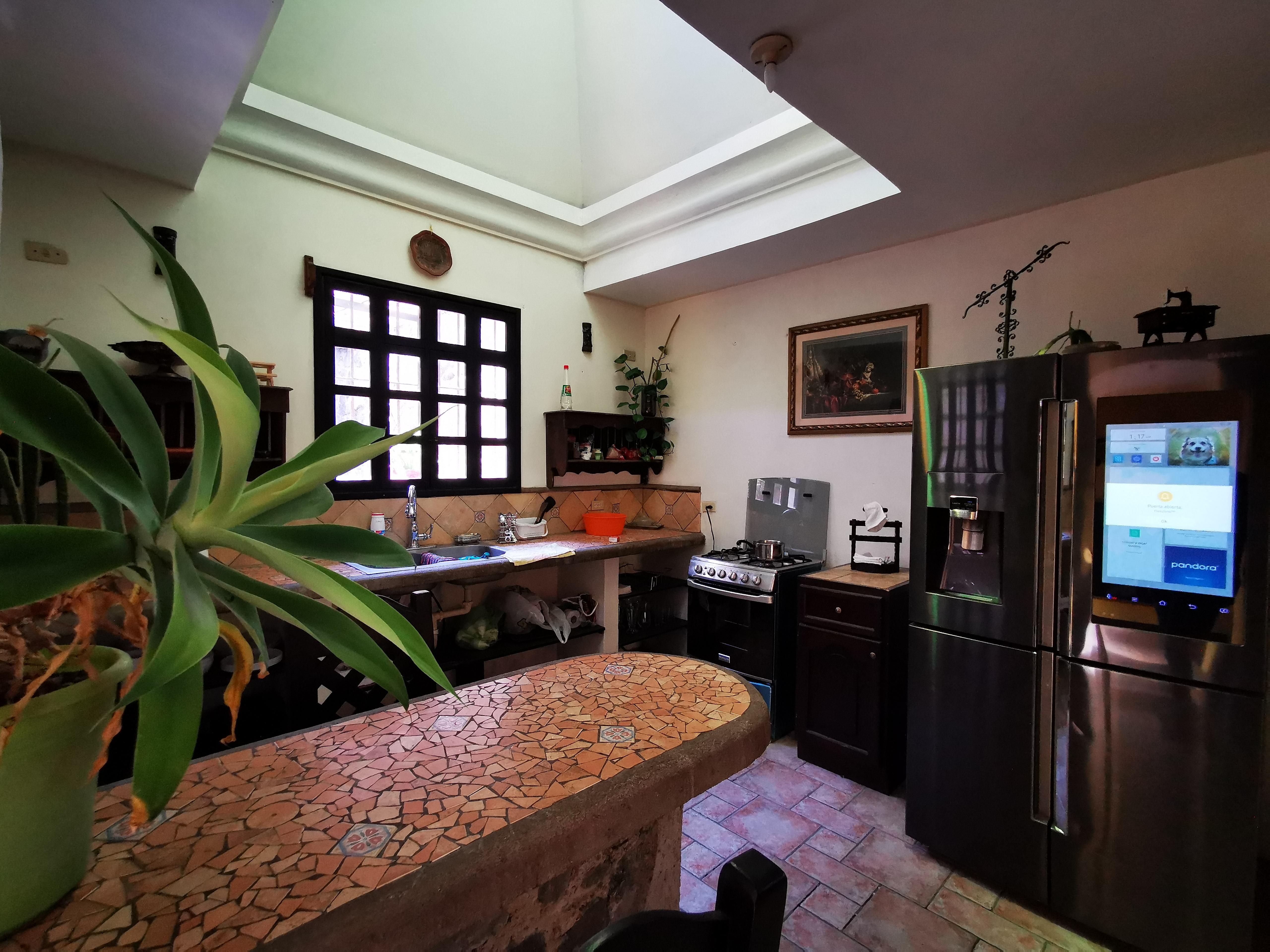 Alquilo preciosa casa dentro de residencial en Antigua Guatemala
