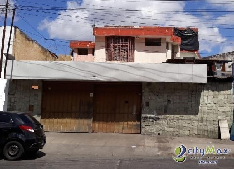 Venta de Casa sobre calle principal en Col. Mariscal