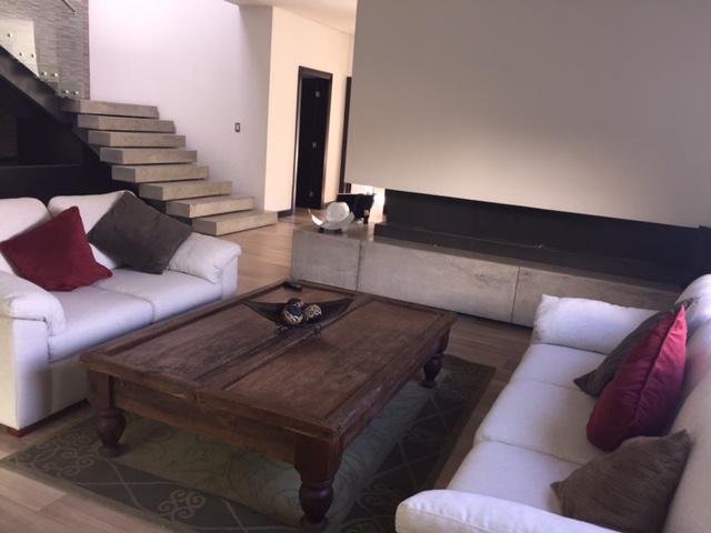 Moderna Casa en venta en Condominio zona 16 Guatemala