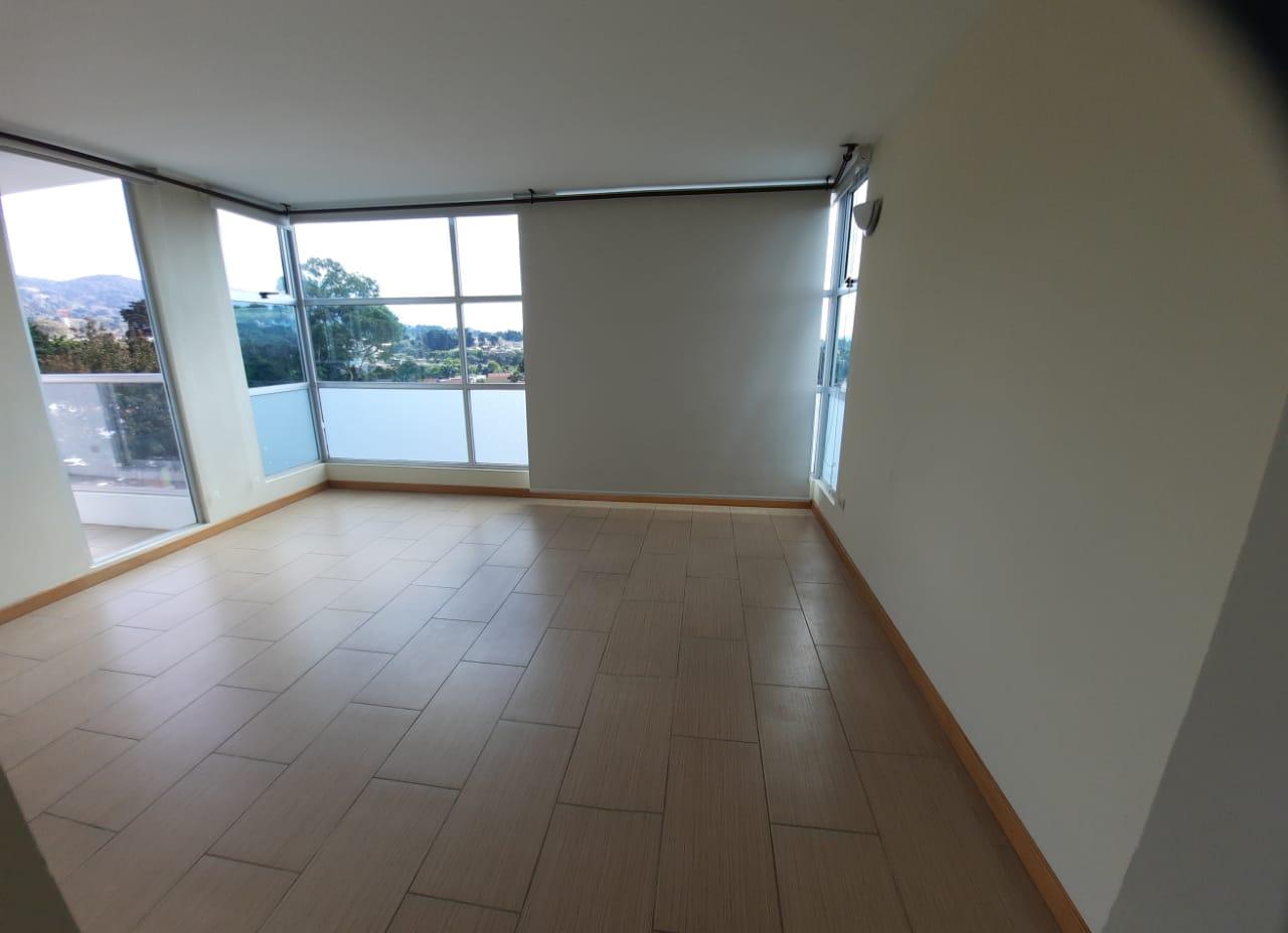 Apartamento en Renta en Zona 14 La Villa Nivel Alto