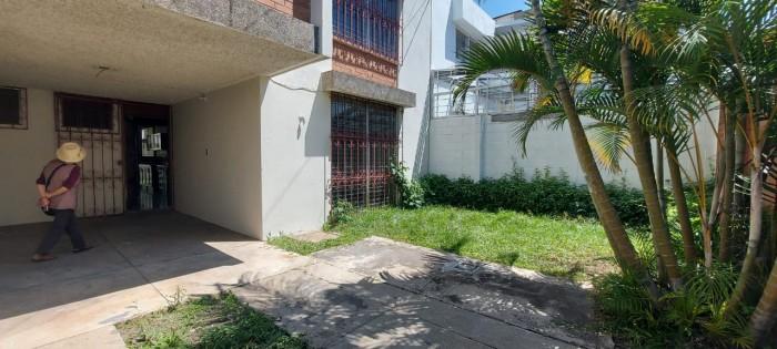 Casa en renta en Condominio de La villa zona 14.