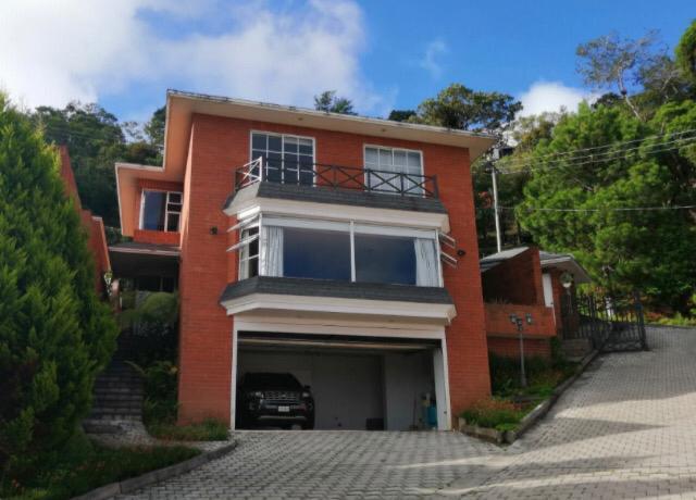 Linda Casa en zona 15 en San Lazaro