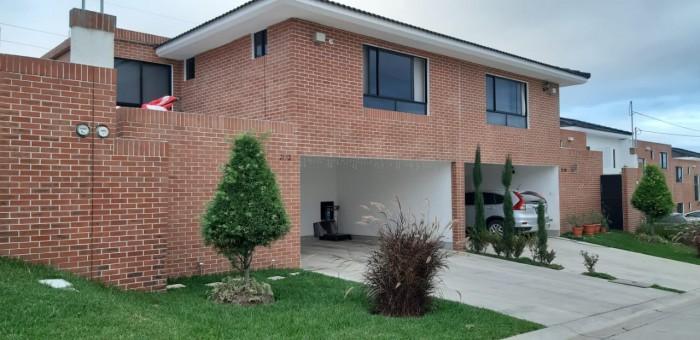Casa en Venta Condominio Zona 16