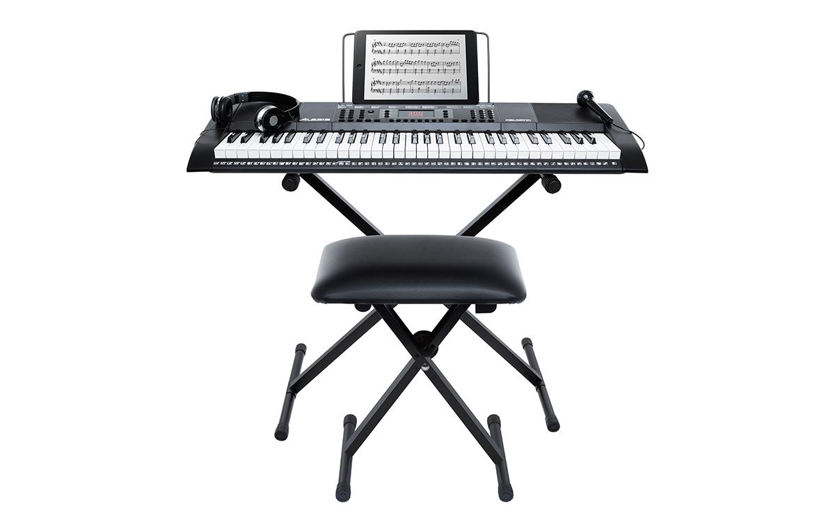 Teclado Musical de 61 Teclas o Piano con Microfono / Audifonos / Banco y Sporte para Teclado
